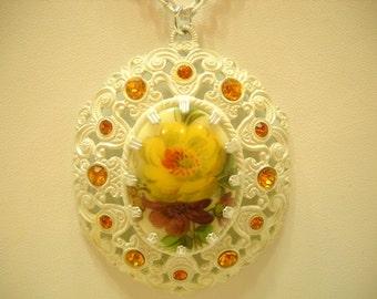 Gorgeous Vintage White Enamel Pendant Necklace (3487) Germany