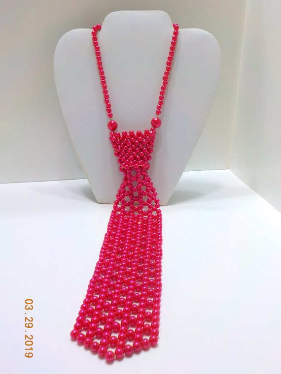 Vintage Hot Pink Faux Pearl Necktie Necklace (9199