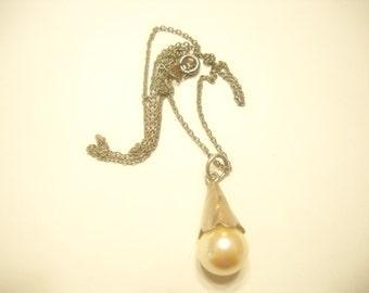 Vintage FAUX PEARL PENDANT Necklace (5965) Etched Cone
