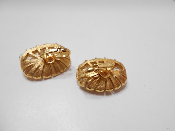Gorgeous Trifari Clip On Crystal Earrings (1508) … - image 3