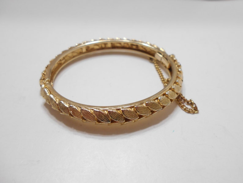 Safety Chain Gorgeous Vintage Gold Tone Hinged Bangle Bracelet 0768