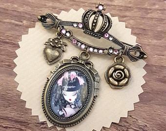 Coeur de Lolita brooch // Swarovski crystals // lolita jewelry