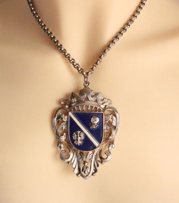Vintage Royal Crest Medallion Pendant Necklace - H