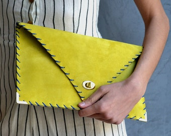 Soft Symmetria Clutch in yellow