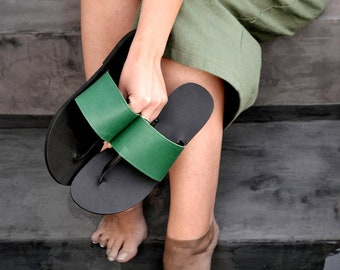 Elli sandals in green and black