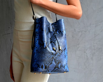 Aithra Blue Snake Bucket Bag