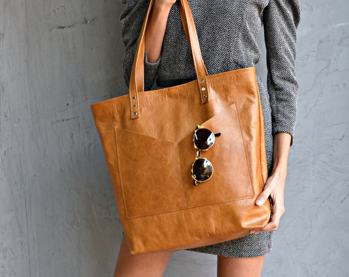 Featured listing image: Large camel brown leather tote bag