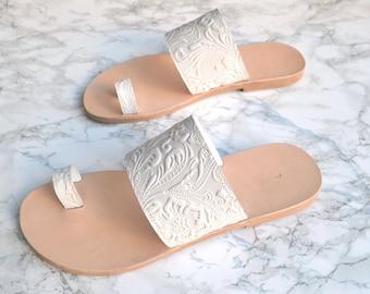 Myrto sandals in white