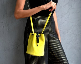 Mustard yellow little bucket bag