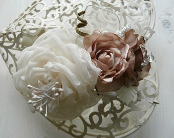 Wedding Hair Comb, Bridal Hairpiece, Ivory Wedding Comb, Vintage Style Hair Flower, Woodland Comb, Whimsical Bridal Accessory