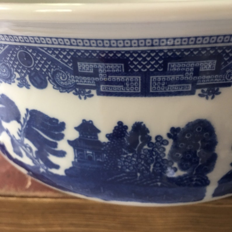 Johnson Brothers England Blue Willow Large Covered Serving  Bowl England  1883 mark oven freezer dishwasher and microwave safe