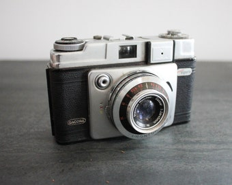 Dacora Vintage 35mm Film Camera w/ Original Leather Case