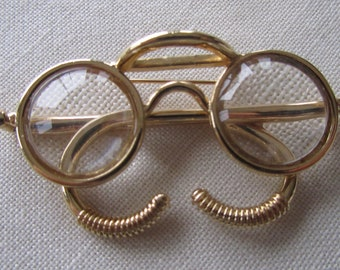 69b597a0ab1 Vintage gold tone eyeglasses brooch