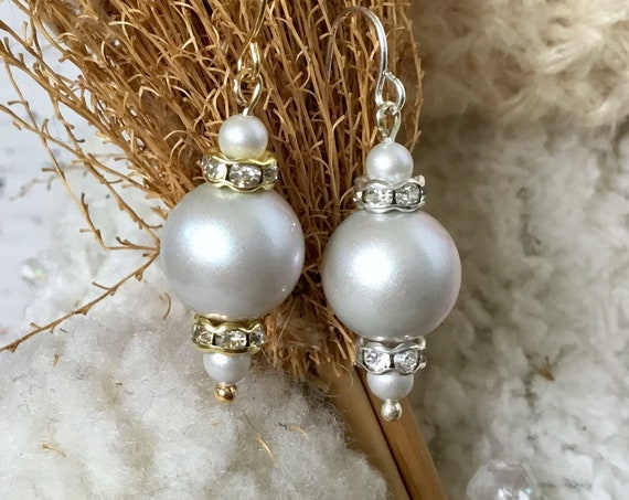 Light Gray Iredescent Pearl Earrings Chandelier Swarovski Crystal Pearls Elegant Grey Silver Gold Drop Dangle Hook Titanium Hypo Ladies Gift