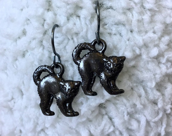Black Cat Earrings Fall Autumn Halloween Enameled Gunmetal Gray Charm Dangle Drop Wire Hook or Titanium Trick or Treat Costume Jewelry gifts