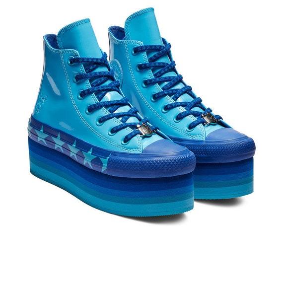 a74cb653ff54 Cuir verni haute Converse bleu dégradé paillettes plate-forme   Etsy