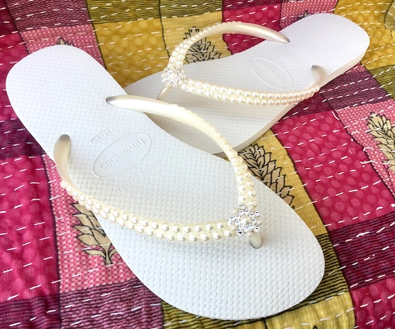 Havaianas Slim flip flops Ivory Cream Pearls Bridal Off White w/ Swarovski Crystal Rhinestone Bling Silver BridesMaid Beach Wedding shoes