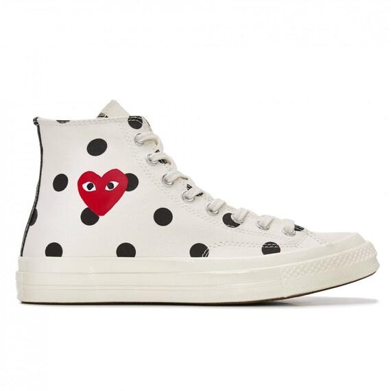 7bacfc50939fc Blanc Converse Peek a Boo coeur rouge haut haut haut Top Polka Dot s w    strass en cristal Swarovski bijou Chuck Taylor All Star baskets chaussures  c711cf