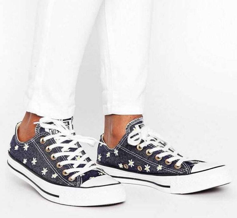 95354b049d2d Navy Blue Converse Jean Denim W US 9.5 Daisy Floral Low Top w