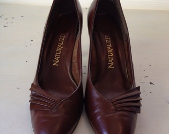 vintage. PUMPS. heels. LEATHER. chocolate. BROWN. 1980s. Size 9 1/2.