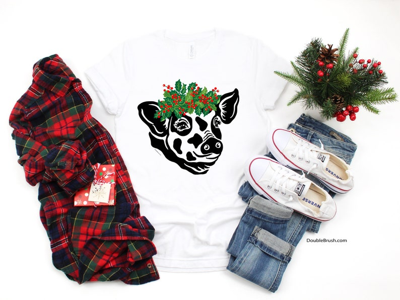 Funny Pig Farm Shirts Pig Print Farmhouse Christmas Merry Christmas Pig Shirt Graphic Fun Tees Cute Holiday Womens T-Shirt Holly Crown