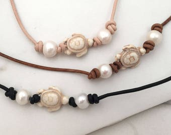 Turtle choker, pearl necklace, leather, Leather Pearl Choker, white freshwater pearl leather necklace, beach jewelry, ocean, sea turtle