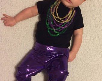 Mardi Gras Baby Infant body suit, Mardi Gras 2018 beaded shirt, Mardi Gras glitter beaded infant shirt, with Mardi Gras beads,