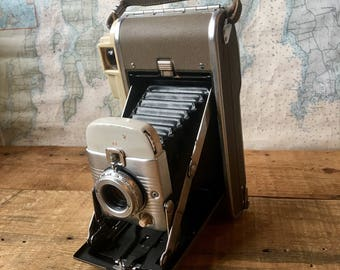 Polaroid Land Camera model 80B, vintage camera, office decor, vintage photographs, Polaroid camera, vintage design, cameras