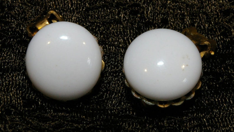 Vintage 1950s 1960s White Cabochon on Gold Tone clip-On image 0