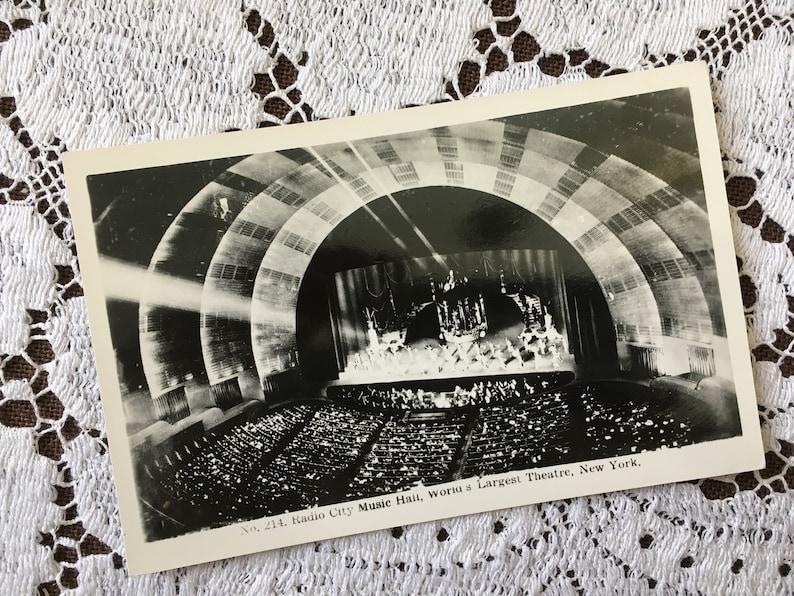 Vintage 1930s Black /& White Photo Postcard Post Card RADIO CITY MUSIC Hall World/'s Largest Theatre New York