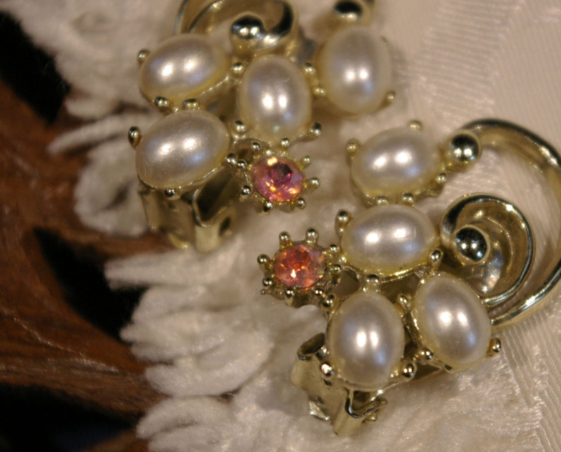 Vintage 1950s Oval Shaped Faux Pearl with Multi-tone image 0