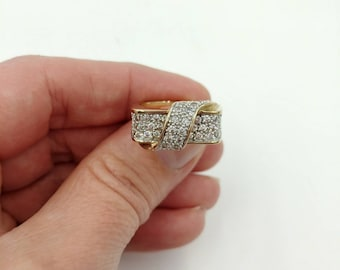 Beautiful 10k Gold and CZ Vintage Ring