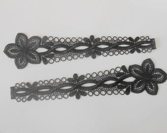 2 patterns in black guipure of 20.5 cm long and 4.5 cm high