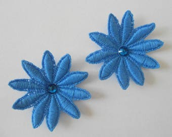 2 blue flowers in guipure of 5 cm with Rhinestones