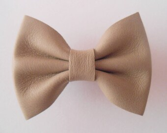 Taupe Barrette leather knot of 5.5 X 4 cm