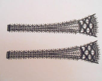 2 patterns in Black Lace from 14.5 cm long and 3.5 cm high