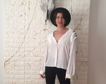 Vintage Nicola White and Gold Button Up Long Sleeve Top (90's)