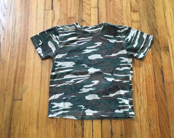 853d678c4f8e9 Vintage 1990's Unbranded Camouflage Short Sleeve Crop Top or Child's Shirt
