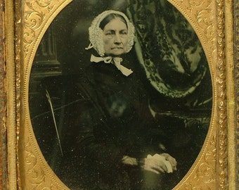 Antique/ estate Victorian, 1800s, black and white ambrotype, leather cased photo of an Victorian lady