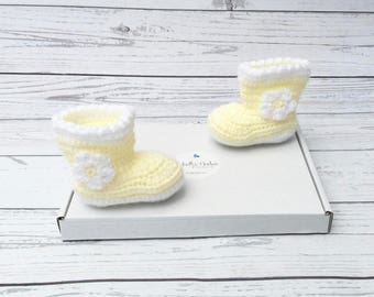 crochet baby booties   baby girl shoes   yellow flower baby boots   daisy flower shoes   newborn gift   easter baby gift   baby shower gift