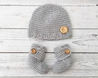 matching baby boots and hat set | baby gift set | crochet baby hat and shoes | gender neutral baby | crochet baby booties | baby hat crochet