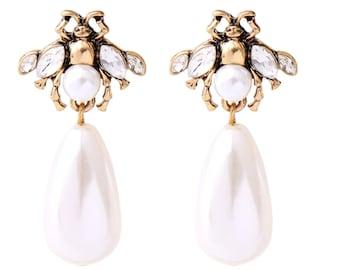 Adorable Crystal,Enamel /& Pearl Bee Insect Stud Earrings