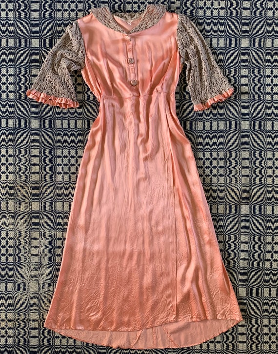 1930s Peach Satin Robe, Dressing Gown with Beige L