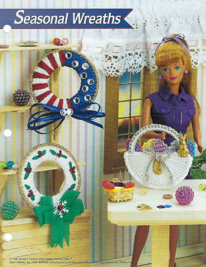 Annie/'s Fashion Doll Seasonal Wreaths Plastic Canvas Pattern