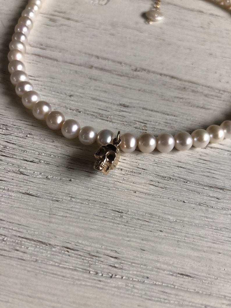 ONE OF A KIND Alexander McQueen inspired edgy jewelry Fresh water pearl choker with skull charm pearl necklace elegant and edgy