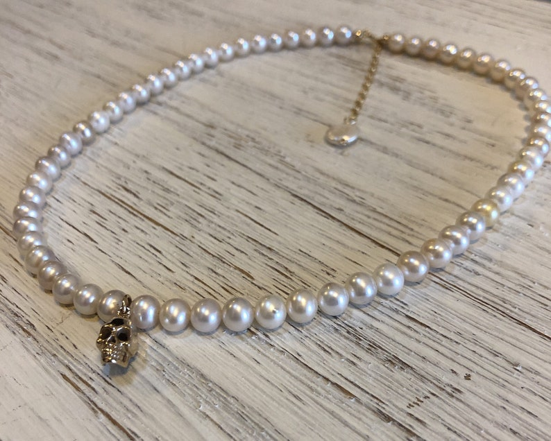 edgy jewelry pearl necklace ONE OF A KIND Alexander McQueen inspired elegant and edgy Fresh water pearl choker with skull charm