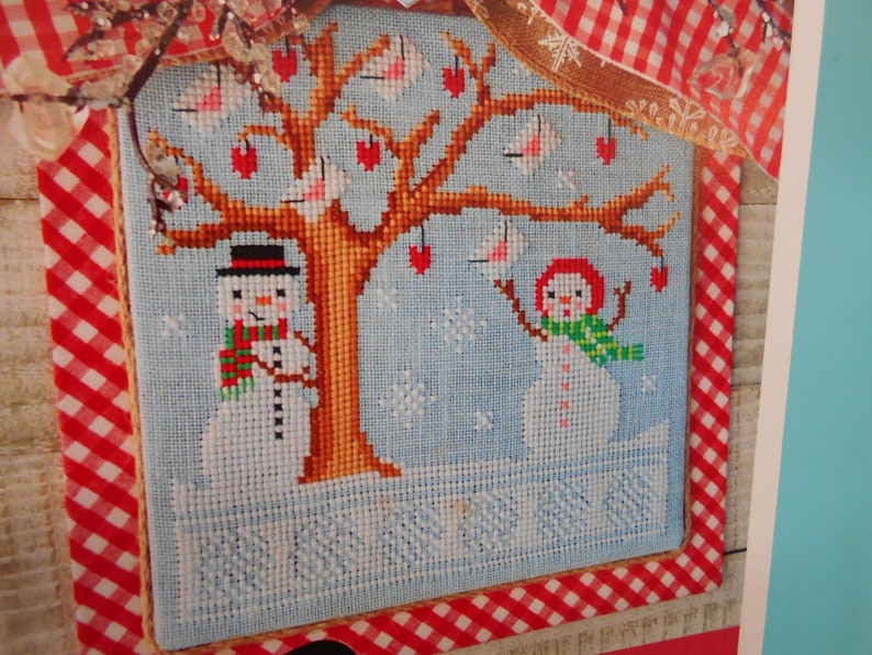 Snowman couple NEW ~ /'Frosty/'s Valentine/' Cross Stitch Pattern in both Color and BlackWhite Annie Beez Folk Art red hearts