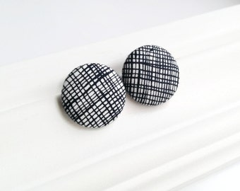 Black and white fabric covered button earrings - Minimal button studs - Gift for her - Stripe earrings - Recycled jewelry Made in Quebec