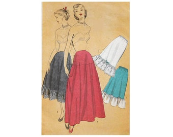 1950s Advance 5905 Woman's Petticoat and Underskirt || Waist 26 in (66 cm) || Vintage Sewing Pattern