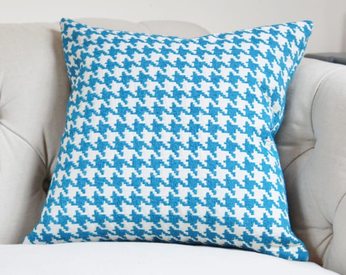 "SALE 35.00 18"" or 20"" - Blue Pillow Cover - Capri Blue & Ivory Houndstooth Designer Cover - Modern Blue Throw Pillow - Pool Blue - Spa Blue"